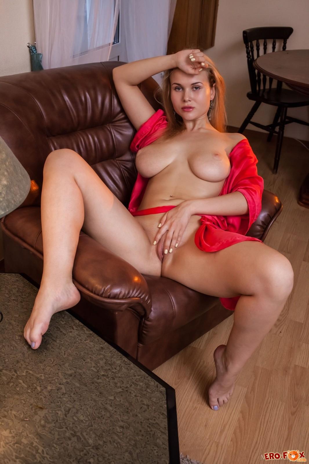 Caroline Ellis Nude