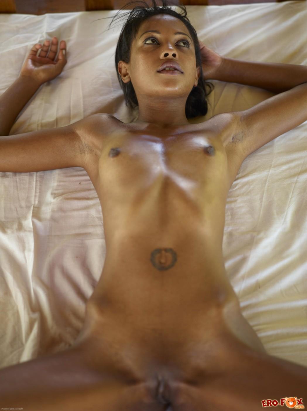 Anorexic ebony babe